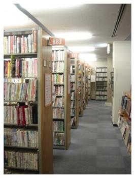 岡崎市 図書館本棚
